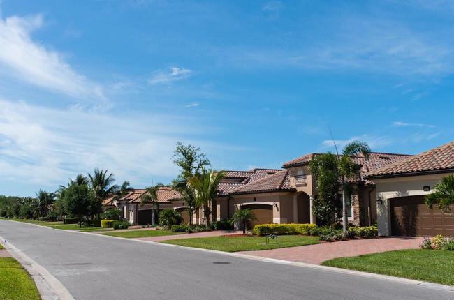 Coach homes in Lakewood National