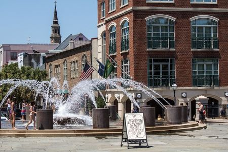 A wading fountain in the center of a square in Charleston, SC.