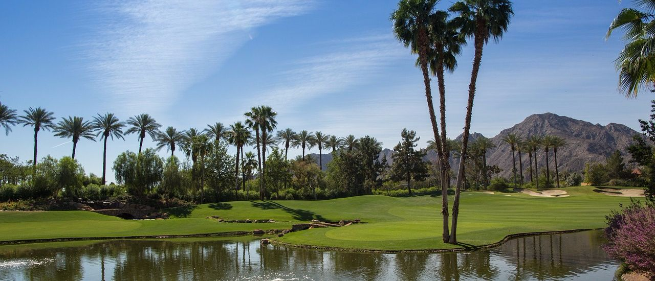 stunning vegas golf course