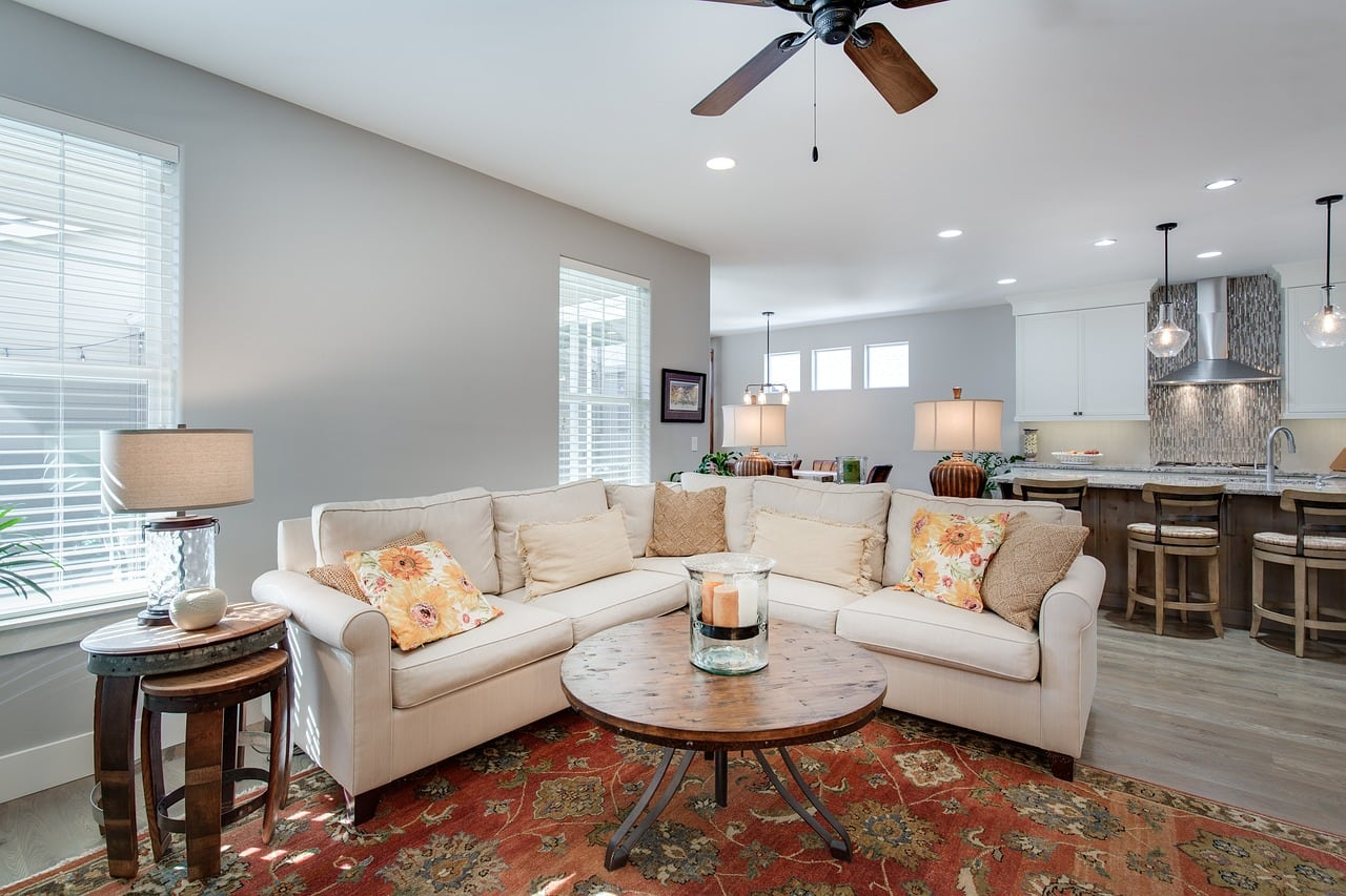 Clean living room with nicely staged furniture.